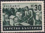 Болгария 1940 год. Сельское хозяйство в Болгарии. Работа на пасеке. 1 марка с наклейкой из серии